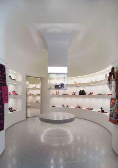 Alexander-McQueen-Flagship-Store-Design-Interior-1.jpg 1.000×1.422 pixel