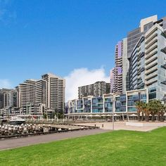 ★★★★ Docklands Private Collection - New Quay, Melbourne, Australien Melbourne Docklands, Melbourne Hotel, Vacation Apartments, Newquay, Building Exterior, 4 Star Hotels, Outdoor Pool, Hotel Offers, San Francisco Skyline