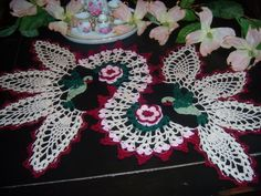 Free Crochet Hummingbird Doily Pattern : 1000+ images about CROCHET DOILIES I LOVE on Pinterest ...
