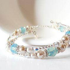 Seafoam Bridal Jewelry, perles Bracelet fil mémoire, ensembles de bijoux cristal Swarovski éléments Pacific Opal mariage, Bracelets de demoiselle d'honneur de Spa