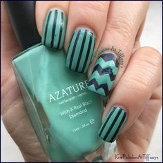 I used here @illyrianpolish Neptune. It's a pretty dark navy blue with tiny specks of blue glitter. For my designs I used @nailvinyls very thin straight vinyls and regular sized chevron vinyls along with @azature Jade nail lacquer. It's a lovely aqua shade. For top coat I used @essence_cosmetics Matte polish top coat.