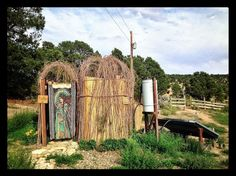 """Résultat de recherche d'images pour """"douche écologique"""" Images, Outdoor Structures, Architecture, Garden, Shower, Searching, Arquitetura, Lawn And Garden, Gardens"""