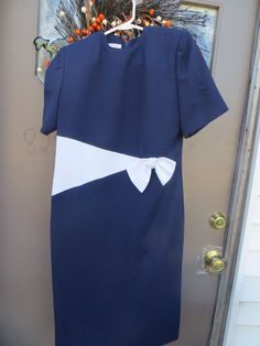 70s mod navy blue and white Henry Lee  by Linsvintageboutique