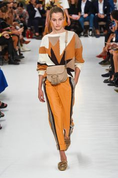 Tod's Spring 2019 Ready-to-Wear Fashion Show Tod's Spring 2019 Ready-to-Wear Collection – Vogue Spring Fashion Outfits, Spring Fashion Trends, Fashion Week, Trendy Fashion, Womens Fashion, Latest Fashion, Trendy Clothing, Spring Summer Trends, Fashion Dresses