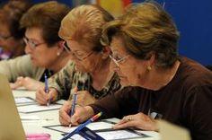 El ejercicio y la estimulación mental mejoran las funciones cognitivas de las personas mayores