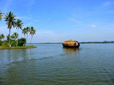 Indien, Kerala Backwaters: Sejl igennem Indiens backwaters på en af Rainbow Cruises 35 hyggelige pramme af bambus.