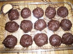 These Chocolate Peanut Butter Balls are certainly an old favorite and much better than anything you will find in the candy aisle. Chocolate Peanut Butter Balls recipe notes: Make sure there is room in the fridge for chilling Peanut Butter Jar, Chocolate Peanut Butter, Melting Chocolate, Chocolate Covered, Dipping Chocolate, Nutter Butter, Butterball Recipe, Chocolate Peanuts, Chocolate Chips