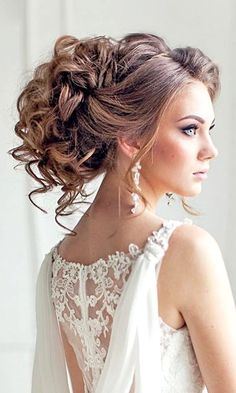 Wedding Hairstyles with Loose Curls | Curled Updos for Brides to Wear on Their Wedding Day | Brunette Wedding Hair Ideas | Voluminous Hair for the Classic Bride | Long Hair Styles for Weddings | Gorgeous Bridal Hair Inspiration