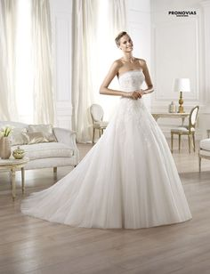 FASHION PRONOVIAS-49 abiti ed accessori, per #matrimoni di grande classe: #eleganza e qualità #sartoriale  www.mariages.it
