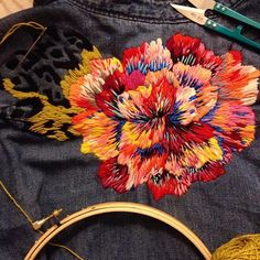 #bordado #embroidereddenim #broderie #thread #stitches #contemporaryembroidery #denim #gap #embroidery #floral #flower