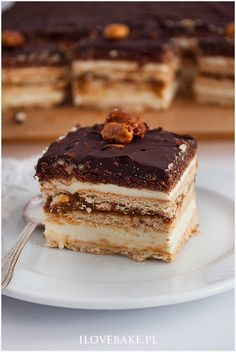 Find images and videos about food, cake and desserts on We Heart It - the app to get lost in what you love. Sweet Desserts, Delicious Desserts, Maxi King, Cake Recipes, Dessert Recipes, Vegan Junk Food, Polish Recipes, Polish Food, Vegan Kitchen