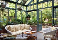 Amazing conservatory greenhouse ideas for indoor-outdoor bliss - Garden Room Indoor Outdoor, Outdoor Rooms, Outdoor Living, Indoor Garden, Outdoor Ideas, Porch Garden, Garden Trellis, Terrace Garden, Patio Interior