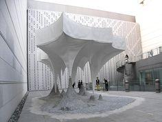 ★大西麻貴+百田有希 鍾乳洞のような形をしたフォリー(あずまや)出現 なんだか楽しいのー どうなってるんだろーとか思いながら ケンチク やっぱ夢があるねー うれしくなった。 構造設計は早稲田大学新谷眞人研究室