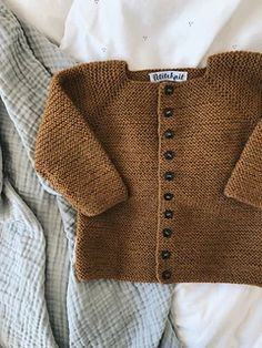 Beginner's Jacket pattern by PetiteKnit - - The Beginner's Jacket is a perfect beginner's project if you are new to the world of knitting! The pattern contains step-by-step instructions and photos. Baby Cardigan Knitting Pattern, Knitted Baby Cardigan, Baby Knitting Patterns, Knitting Designs, Baby Patterns, Knit Baby Sweaters, Baby Knits, Vogue Patterns, Vintage Patterns