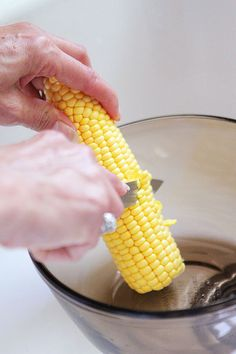 Southern Skillet Corn Fresh Southern Skillet Corn… great tutorial on this awesome recipe! (I wonder if this like the corn we make to freeze… no half and half though…) Healthy Dinner Recipes, Great Recipes, Cooking Recipes, Skillet Recipes, Healthy Dinners, Veggie Recipes, Favorite Recipes, Easy Vegetable Side Dishes, Side Dishes Easy