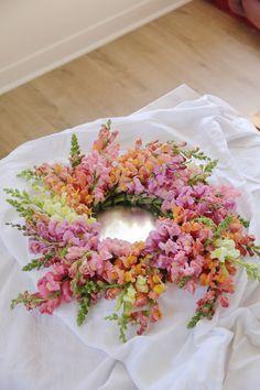 Snapdragon wreath by Laetitia Mayor | floresie.com