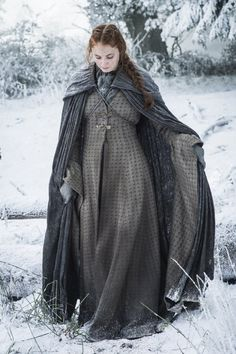 Game of Thrones Season 6 First Look: Check Out New Pics Sophie Turner as Sansa Stark Costumes Game Of Thrones, Game Of Thrones Dress, Game Of Thrones Tv, Game Of Thrones Clothing, Valar Morghulis, Valar Dohaeris, Sophie Turner, Sansa Stark Season 6, Game Of Thrones Saison