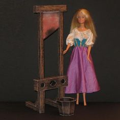 Tektonten Papercraft - Free Papercraft, Paper Models and Paper Toys: Barbie Scale Guillotine Papercraft Bad Barbie, Barbie House, Haunted Dollhouse, Diy Dollhouse, Paper Toys, Paper Crafts, Paper Art, Miniture Dollhouse, Diy Barbie Furniture