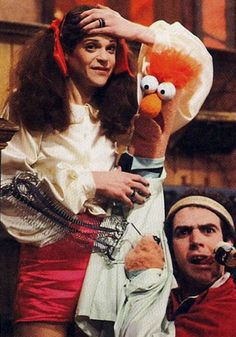The late, great Gilda Radner with the late, great legendary Muppet puppeteer Richard Hunt (playing Beaker) during the filming of an episode of the Muppet show Sesame Street Muppets, Gilda Radner, Fraggle Rock, The Muppet Show, Miss Piggy, Silly Jokes, Jim Henson, Big Bird, Saturday Night Live