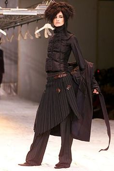 Jean Paul Gaultier Fall 2002 Ready-to-Wear Fashion Show - Jean Paul Gaultier, Erin O'Connor