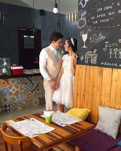 A @anefreire do @inlovecomabalanca decidiu inovar nas fotos do casamento  e a gente achou a ideia incrível!  Dedicada ao estilo de vida saudável que leva com as amigas do In Love com a Balança ela decidiu fazer as fotos em restaurantes fofos e saudáveis como a @naturellecreperia!  Ane desejamos toda saúde e felicidade pra você e pro noivo! Viva a criatividade a saúde e o amor!  #saudefortaleza by saudefortaleza http://ift.tt/1U3Bg2I