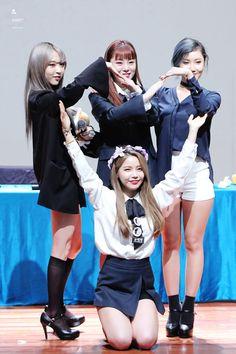 You are my girls 😍 Queens Mamamoo Kpop Girl Groups, Korean Girl Groups, Kpop Girls, Kdrama, Divas, Jimin, Oppa Gangnam Style, Rapper, Mamamoo Moonbyul
