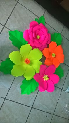 Paper Flowers Craft, Large Paper Flowers, Paper Crafts Origami, Paper Flower Backdrop, Giant Paper Flowers, Big Flowers, Flower Crafts, Mothers Day Crafts, Crafts For Kids
