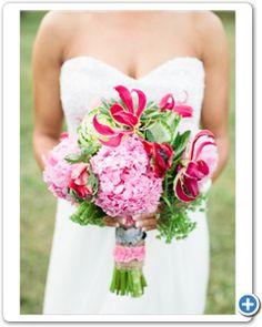 bruidsboeket-handgebonden-roze-wit