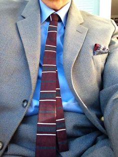 En riktig Mad Men-kostym i elegant tyg från Marzotto från slutet av 1950-talet. En gång inköpt hos Edbergs i Enköping. Jag hittade den hos Lata Pigan. Slipsen är tidstypisk och från TM Juwel (100 % Polyester). Från Myrorna i Uppsala.