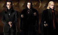 4 december 2011: Aasgieren. Foto: Volturi, wachtend op een kans op prooi. (Volturi is de naam voor de regerende vampieren in The Twilight Saga, een naam die sterke overeenkomst vertoont met volture, de familienaam van gieren, aasetende vogels met een slechte naam.