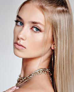 "🎀 Gabi 🎀 on Instagram: ""lost & found . . fot. @danielujazdowski makeup @moonimake.up . . . . . . #gorgeous #beautiful #blondehair #blondegirl #blueeyes…"" Lost & Found, Woman Face, Blue Eyes, Blonde Hair, Makeup, Faces, Beautiful, Instagram, Women"