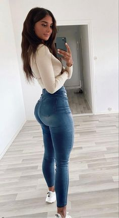 Superenge Jeans, Skinny Jeans, Curvy Outfits, Cool Outfits, Looks Pinterest, Best Jeans, Girls Jeans, Sexy Women, Vampires