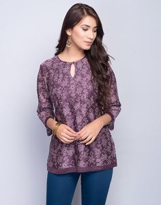 For those of you who only wear denim shorts, you may want to add variety to your outfit game just fo Short Kurti Designs, Kurta Designs Women, Kurti Neck Designs, Blouse Designs, Kurtha Designs, Crop Top Designs, Dress Shirts For Women, Clothes For Women, Kurti With Jeans