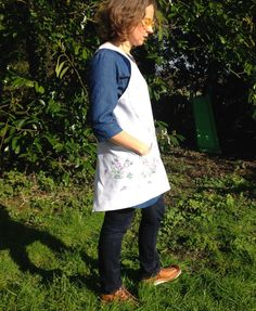 Cross Over Linen Apron Vintage Embroidered by didyoumakeityourself