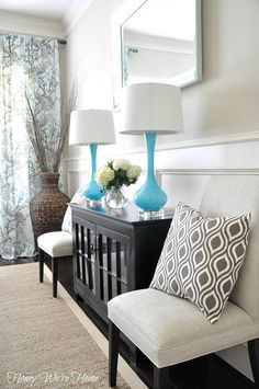 Chic and welcoming entry area // Honey We're Home