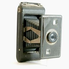Hey, I found this really awesome Etsy listing at https://www.etsy.com/listing/213638574/vintage-camera-kodak-jiffy-series-ii-616