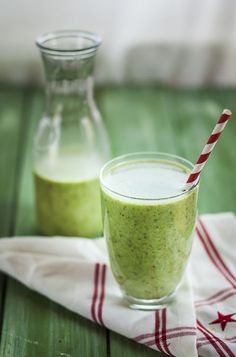 smoothie on Offset Easy Healthy Smoothie Recipes, Nutritious Smoothies, Nutribullet Recipes, Yummy Smoothies, Easy Healthy Breakfast, Yummy Drinks, Healthy Snacks, Healthy Drinks, Milk Smoothies