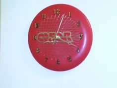 Frisbee Disc Golf Clock...cool idea for old discs.....dv