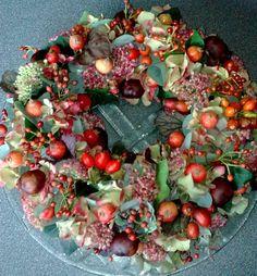 Herfstkrans - Lilly is Love Boxwood Wreath, Door Wreaths, Fall Flowers, Dried Flowers, Autumn Wreaths, Christmas Wreaths, Xmas, Seasonal Decor, Fall Decor