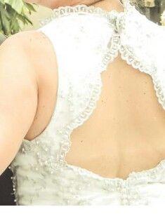 Vestido de novia a la venta. Dise#o exclusivo. Talla M. Estatura: 1.60-70mts. Botones forrados. Encaje y perlas. Fondo de algodon-comodo y fresco. En caja listo para enviar. +info: 04145352275 #Cabudare #Lara #Venezuela