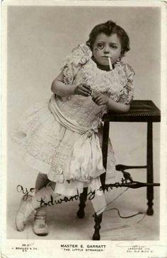 Rarely Seen History: Weird Vintage Photos Antique Photos, Vintage Pictures, Vintage Photographs, Old Pictures, Vintage Images, Old Photos, School Pictures, Weird Pictures, Vintage Abbildungen