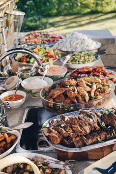 Igår hade vi fest här för mamma som har tagit examen. Jag stod för fördrink, mat, efterrätt och tårtor. Recepten hittar ni längre ner i inlägget. :) Till fördr Food N, Food And Drink, Baby Food Recipes, Great Recipes, Food Baby, Party Buffet, Feeding A Crowd, Recipe For Mom, Food Inspiration