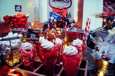 Mesa de dulces Ruta 66 | Candy table Route 66 theme by Caperucita Cupcakes