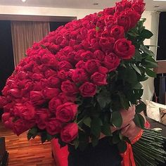 Trendy flowers bouquet for girlfriend girls Ideas Love Rose, My Flower, Pretty Flowers, Luxury Flowers, Beautiful Roses, Red Roses, Floral Arrangements, Plants, Stunning Makeup