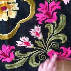 Cross Stitch Bird, Cross Stitch Embroidery, Cross Stitch Patterns, Needlepoint Patterns, Afghan Crochet Patterns, Boho Throw Pillows, Hand Embroidery Videos, Hemp Fabric, Tapestry Crochet