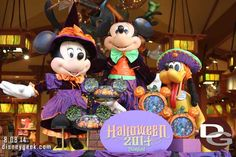 Halloween Merchandise is showing up around the Disneyland Resort.  In this picture set from Friday August 8th I take a look at some in World of Disney and Disney Showcase