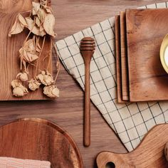 These spoons are made of reclaimed teak, are foodsafe and super durable. They look really nice on a perfectly set table. Dark Wood Desk, Dark Wood Furniture, Teak Wood, Walnut Wood, Kitchen Sideboard, Honey Spoons, Wood Interiors, Raw Materials, Kitchen Accessories