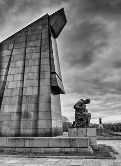 Soviet World War II Memorial, Treptower Park, Berlin - Travel Past 50