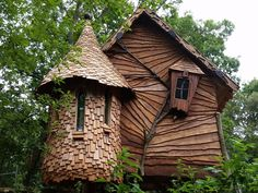 Simple tree house plans without a easy to build for small backyard building . Luxury Tree Houses, Cool Tree Houses, Fairy Houses, Play Houses, Wooden Tree House, Wooden House Design, Wood Tree, Tree Tree, Simple Tree House