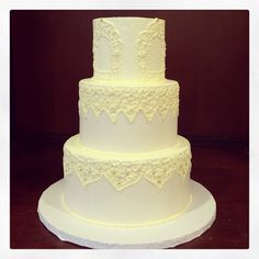 A beautifully piped wedding cake, based on a Moroccan dressing mirror sentimental to the bride. Photo by Sugar Flower Cake Shop. www.sugarflowercakeshop.com